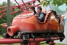RollerSkater - Plopsaland de Panne (Belgique) / Photos du roller coaster RollerSkater situé à Plopsaland de Panne (Belgique). Plus d'information sur notre site www.e-coasters.com !! Tous les meilleurs Parcs d'Attractions sur un seul site web !! Découvrez également notre vidéo embarquée à cette adresse : http://youtu.be/EjHpd4o7wUQ