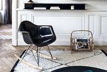 Noir | Black / Toute la décoration en #noir : chaises & tabourets, meubles, armoires, objets déco, table, commode, peinture & tapisseries, étagères & bibliothèques, lampadaire & lampes, murs & carrelage...
