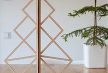 Sapins de Noël en bois / Des sapins de Noël à réaliser avec des branches, du végétal, des planches de récupération, du bois flotté. Décorez vos sapins de Noël en bois et illuminez-le pour fêter Noël.