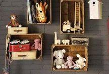 Rangements / Tout pour organiser et ranger les pièces de votre maison : de la chambre de votre enfant, à la cuisine et au salon !commode, armoire, placard, étagères, bibliothèque, table de nuit, coffre à jouets, bureaux et tiroirs, meubles de rangements, placard, tiroir, meuble, poubelle, étagères, plan de travail, cave, ilots et dessertes, escabeaux, meubles, tiroirs, étagères, porte-serviettes, rangements produits ménager, panier à linge, poubelle, rideau de douche...