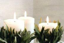 Bougies / Grâce à elles, vous créez une ambiance tamisée et chaleureuse. Longtemps utiles pour éclairer un intérieur, les bougies sont maintenant utilisées comme objet de décoration et peuvent purifier l'air ou apporter une bonne odeur ! Elles sont un élément essentiel à l'esprit de Noël.