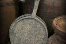 Troggen en broodplanken Met Landelijk Label / Oude troggen en unieke broodplanken van oud hout.