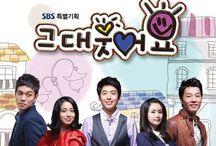 2009  Smile, Love 그대 웃어요 / Drama: You Smile Romanização Revisado: Keudae Euteoyo Hangul: 그대 웃어요 Diretor: Lee Tae-Gon Escritor: Moon Hee Jung- Rede: SBS Episódios: 45 Data de lançamento: 26 de setembro de 2009 - 07 de março de 2010