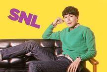 """2013  SNL Korea - SNL코리아 / SNL코리아 Ep.33 : 33회 호스트 정경호 Ator Jung Kyung Ho sofreu com as damas da corte. Em tvN """"SNL Korea"""" foi ao ar em 19 de outubro, 2013, Jung Kyung Ho e Tom Hiddleston estrelou como anfitriões. Jung Kyung Ho desempenhou um rei no canto """"Tribunal Lady""""."""