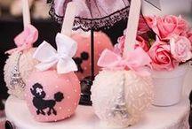 Cakepops, Cookiepops and Marshmellowpops / by Wilma Gardien-Hans
