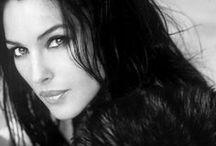 MONICA BELLUCCI / Para mi una de las mujeres mas bellas e interesantes del mundo (: