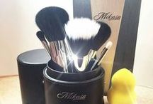 Makeup Brushes / Mikasa Beauty specializes in delivering high-end professional makeup brushes. Our carefully selected products will help you bring colors to life with your own stroke of style. Invent your look with a wide range of quality brushes for every need