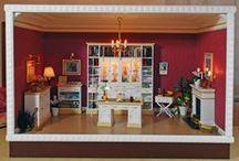Schaukasten 1:12 Arbeitszimmer im klassischen Style. Roombox Scale 1:12 / Eigenkreation & Handmade by KREAMINI  Die Möbel (Funiture) , Roombox & Teile der Deko sind aus eigener Herstellung (handcrafted).  Der Leer-Schaukasten und die Möbel können jeder Zeit auf Anfrage gebaut werden. Die Anfrage dafür bitte als PN oder E-Mail an mich senden.