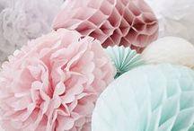 Decoración con pompones y bolas nido de abeja / Ideas para decorar una fiesta infantil, boda o evento con bolas de papel nido de abeja.