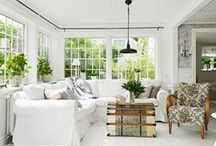 LIVING / FAMILY ROOMS