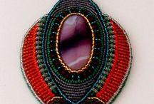 Gioielli con pietre e perline 1 / Gioielli soprattutto in tecnica embroidery