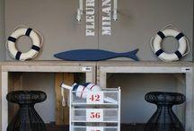 Babykamer jongen Maritiem / Baby kamer voor een jongen is thema maritiem. Kleuren blauw, rood, wit en grijs. Maritiem en zeedieren mogen.