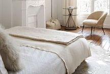 Bedroom | Chambre / Papa & Maman Sont En Haut