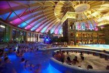 Strandok Éjszakája 2015 / A Magyar Fürdőszövetség kezdeményezésére ismét megrendezésre kerül a Strandok Éjszakája rendezvény. Összesen 54 fürdőben lehet 2015. július 31-én éjszaka strandolni.