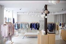 Les boutiques / Entrez dans l'univers des boutiques Marie-Sixtine : entre inspirations nordiques et codes très parisiens, mélange de bois clair & de tricot, qui donnent envie de se plonger dans ces cocons très apaisants...