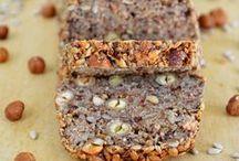 Low Carb Brot + Brötchen // Bread / Brot scheint ein Grundnahrungsmittel geworden zu sein. Hier gibt es ein paar Varianten, die kohlenhydratärmer sind, als die normalen Brote und Brötchen