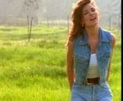 Shania Twain / My music must reflect whatever's going on in my mind, and my life needs to evolve for me to discover who it is I'm becoming.