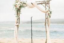 Ideas para altares de boda / Wedding altar ideas  , altares rústicos, altares en la playa, altares en un bosque, altares en el campo