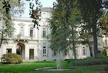"""Le baroque à Turin - Les """"palazzi"""" des nobles (les hôtels particuliers) / Depuis les années '60 la ville, loin d'être considérée à plein titre une ville d'art et d'histoire, a eu la seule et malheureuse réputation de ville industrielle, morne et polluée. Rien de plus faux; outre les témoignages laissés par les Romains, le moyen-âge et la Renaissance, Turin peut vous montrer son aspect architectural le plus riche et varié: le baroque qui couvre deux siècles de l'histoire de la ville, le XVIIème et le XVIIIème siècle."""