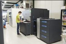 Eigen productie | Digitaal / Uw digitale drukwerk drukken wij op onze HP Indigo pers, de beste digitale drukpers ter wereld. Dit is de enige digitale drukpers die net als bij offset drukwerk werkt met vloeibare inkt. Door de vloeibare inkt is er nauwelijks kwaliteitsverschil en geeft het voor kleine oplages de allerbeste prijs-/kwaliteitsverhouding.