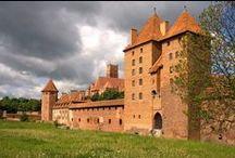 Ciekawe miejsca w Polsce / Tablica przedstawia ciekawe miejsca, które można odwiedzić w Polsce
