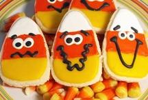 Halloween & Fall / Halloween & Fall: decor, DIY, crafts, treats, recipes, desserts, parties, gifts, games, ideas, tips, photos, pumpkins, jack-o-lanterns...