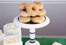 Football & Super Bowl Party / Touch Down! Recipes, decor ideas and other football party inspiration