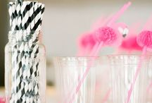 Flamingo Party / Flamingo & summer party decor and inspiration by Sendomatic Online Invitations!