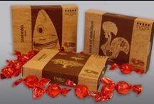 Box Portugalidade / Bombons de Chocolate de Leite com Avelã 132 g Na parte de trás da embalagem poderá encontrar uma pequena referência histórica à imagem tratada.