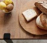 CUISINE - KITCHEN / Découvrez le plan de travail et le bar créés avec les pieds de table modulables TIPTOE. Facile, moderne, industriel, trouvez l'inspiration pour l'aménagement d'une cuisine industrielle et moderne