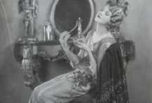 Vintage Photography - Roaring Twenties Ladies