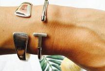 Nos compositions Terre de Bijoux /  Découvrez les compositions de Terre de Bijoux sur bracelets souples & rigides en #argent, #pierresnaturelles, #or que nous vous proposons en accord avec les dernières tendances ...  #pierresnaturelles #creation #terredebijoux #bijoux #compositionbraceletsargent #bijouxcreateur #bijouxlovers #bracelet #madeinfrance #bijouxtendance #bijouxonline #galet #amethyste #calcedoine #compositionbraceletsor #argentmassif