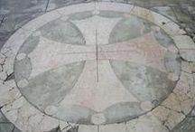 Bijoux Occitans & Cathares / Découvrez notre collection Occitane à travers cette galerie, la croix Occitane, la croix Cathare ainsi que tous les symboles occitans déclinés en bijoux : alliances, bagues, bracelets, pendentifs,...