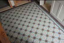 Casa:1 Zementfliesen | Kundenbeispiele / Casa:1 Zementfliesen erfüllen höchste Ansprüche an Ihre individuellen Wohn(t)räume. Ob Badezimmer, Hausflur, Schlafraum oder Wohnzimmer - erfüllen Sie sich Ihren Wunsch nach einem individuellen Boden. Nur bei Casa:1 Zementfliesen sind alle Farben frei wählbar.