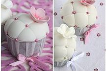 Gorgeous Cupcakes / Not necessarily healthy, mind-blowing cupcake decoration ideas.