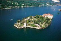 Lago Maggiore / Dit prachtige meer met eilanden aan de voet van de Alpen is een populaire toeristische trekpleister in Piemonte, Italië.
