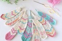 Crochet || appliqués and Embelishments / Free appliques for decorating projects