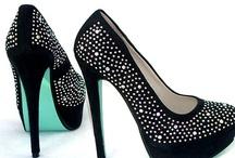 Zapatos de mujer que enamoran / Aquí os dejamos toda nuestra colección d zapatos de mujer, para salir de fiesta y para el día a día.