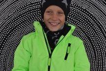 Molo Kids sovituskuvia talvitakit ja toppahousut / Tässä kansiossa nähtävillä Molo Kidsin upeita talvitakkeja ja toppahousuja sovituskuvissa. Esittelyssä takkimallit Cathy, Castor, Alpine ja Pearson. Kaikki toppahousut ovat mallia Jump.