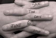 Save the date inspiraties / Als je gaat trouwen wil je dat iedereen dat weet en erbij is! Om ervoor te zorgen dat jullie gasten rekening met de datum kunnen houden, kun je een save the date kaart sturen. En dit kan op allerlei manieren!