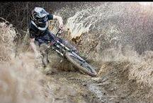 Downhill (descenso) / fotos de uno de los deportes extremos llamado (downhill) en español (descenso).