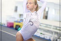 Gimnasia / Amo la gimnasia siempre quise aprender, es uno de mis millones de sueños. (?Entre mis millones de sueños esta cantante y actriz)