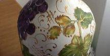 damajuanas de vidrio  y botellas decoradas