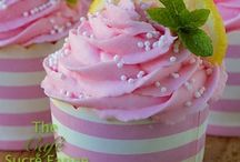 Cupcakes / Lots of yummy cupcake recipes / by Hailey Peterson