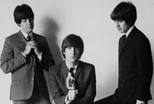 Black & white pics of canonical pop musicians