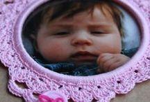 Brocante fotolijstjes / Fijn gehaakte foto lijstjes ook als label of ter decoratie