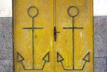 O P E N E S S / Dörrar betyder öppningar och möjligheter. Bara fantasin sätter gränser kring vad som finns bakom dessa och vad som är dess historia.