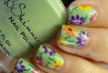 Espace beauté / #Coupes de cheveux, soins des ongles, maquillage etc. #Hairs, nail art and makeup.