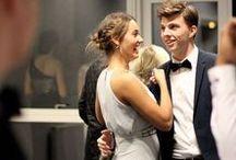 Skolebal - byens smukkeste bal / Hvert år danser afgangsklasserne lancier på Fredericia Gymnasium i November. Det er ikke bare byens største, men også byens smukkeste bal.