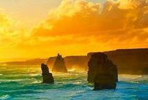 AUSTRÁLIA / A Austrália apresenta pontos turísticos e culturais visitados anualmente por turistas do mundo todo. São diversos museus, parques, teatros, monumentos históricos, galerias de arte, construções históricas e muito mais. Embora distante do Brasil, é um país que vale a pena conhecer. A sociedade australiana é composta de pessoas de uma rica variedade de históricos culturais, étnicos, linguísticos e religiosos, e essa é uma característica definidora da sociedade australiana moderna.